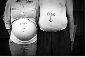Funny Pictures - The abdomen of a pregnant girl and a man who drinks beer